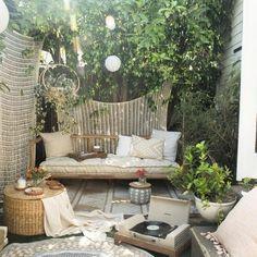 garden terraza 30 Modern Bohemian Garden Design ideas For Backyard Outdoor Daybed, Outdoor Rooms, Outdoor Living, Outdoor Furniture Sets, Outdoor Decor, Terrazas Chill Out, Casa Top, Urban Outfitters Home, Vintage Garden Decor