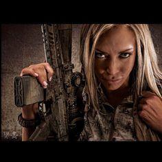 Army Women, Photography Photos, Guns, Military, Hair Styles, Type 3, Sexy, Facebook, Beauty
