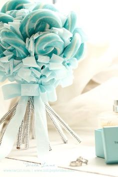 Lollipop Bouquet Tiffany Ring would be cute for a propsal Color Azul Tiffany, Bleu Tiffany, Verde Tiffany, Tiffany Party, Tiffany Wedding, Blue Wedding, Dream Wedding, Wedding Stuff, Wedding Ideas