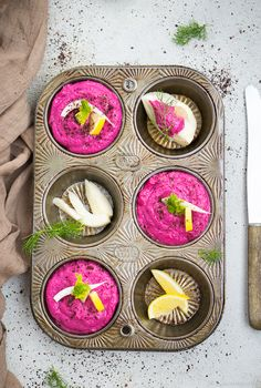 Beetroot hummus with horseradish - palate poetry Hummus, Pesto Dip, Birthday Cake For Mom, Mom Cake, Kitchen Stories, World Recipes, Party Finger Foods, Spring Recipes, Beetroot