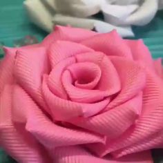 Most current Photo paper Ribbon Rose Popular Buttercream bows tulips usually are a fairly easy manner for making a person's cakes plus cookies Fabric Roses Diy, Satin Ribbon Flowers, Cloth Flowers, Diy Ribbon, Ribbon Crafts, Paper Ribbon, Satin Roses, Organza Ribbon, Wired Ribbon