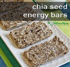 These homemade chia seed energy bars are simple to make and packed with nutrients! These natural food bars give you lasting energy! (no bake protein bars dates) Best Chia Seed Pudding Recipe, Chia Recipe, Chia Pudding, Chia Seed Bars Recipe, Pudding Recipes, Energy Bars, Energy Snacks, Real Food Recipes, Snack Recipes