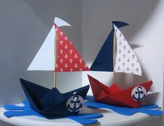 Modelos de barquinhos simples confeccionado em papel scrapbooking (estampas a su. Simple boat templates made of scrapbooking paper (prints of your choice) and Eve (water). It can be decorated Sailor Party, Sailor Theme, Jungle Theme Birthday, Baby Birthday, Baby Shower Themes, Baby Boy Shower, Simple Boat, Boat Theme, Nautical Party