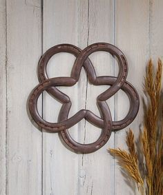 Featuring an eye-catching Western-inspired design, this horseshoe 'wreath' adds rustic appeal to your interior décor.