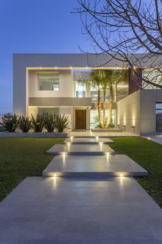 Best Modern House Design, Dream Home Design, Modern House Plans, Luxury House Plans, Luxury Homes Dream Houses, Home Luxury, Luxury Modern Homes, Modern Architecture House, Sustainable Architecture