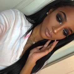 Ideas birthday makeup black girl for 2019 Silver Eye Makeup, Black Girl Makeup, Dark Skin Makeup, Smokey Eye Makeup, Girls Makeup, Silver Smokey Eye, Silver Eyeliner, Apply Eyeliner, Flawless Makeup