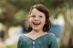 Georgie Henley, Lucy Pevensie - The Chronicles of Narnia: The Lion, the Witch and the Wardrobe directed by Andrew Adamson Susan Pevensie, Lucy Pevensie, Peter Pevensie, Edmund Pevensie, Disney Pixar, Narnia Costumes, Narnia Movies, Cs Lewis Quotes, Georgie Henley