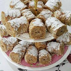 Tahinili Crunchy aka dry baklava recipe, especially for those who love tahini . - Rezepte - Tahinili Crunchy aka dry baklava recipe, especially for those who love tahini . Köstliche Desserts, Delicious Desserts, Dessert Recipes, Tahini, Baklava Dessert, Crispy Rolls, Recipe Mix, Turkish Recipes, Cake Cookies