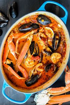 Classic Cioppino (San Francisco-Style Seafood Stew) Classic Cioppino is an amazing Italian-American seafood stew made famous in San Francisco. Surprisingly easy to make, this is just amazing! Fish Recipes, Seafood Recipes, Cooking Recipes, Healthy Recipes, Ditch Oven Recipes, Meal Recipes, Family Recipes, Holiday Recipes, Cake Recipes