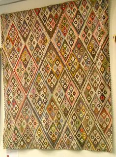 The Great Hexagon Quilt - Along too!: Another Beautiful Antique Quilt Old Quilts, Antique Quilts, Vintage Quilts, Civil War Quilts, Traditional Quilts, English Paper Piecing, Quilting Designs, Quilting Ideas, Quilt Making