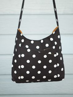 Weekend Sling Bag Sewing Pattern from Ali Foster Patterns. Definately fancy having a go at this one!