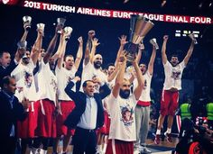 2013 Turkish Airlines Euroleague Champions, Olympiacos Piraeus. Raising the Trophy, none other that MVP Vassilis Spanoulis.