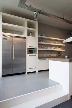 White solid oak - Custom kitchen - Kitchen - Lilly is Love Long Kitchen, Smart Kitchen, New Kitchen, Kitchen Shelves, Kitchen Cabinets, Kitchen Appliances, Concrete Kitchen, Kitchen Flooring, Küchen Design