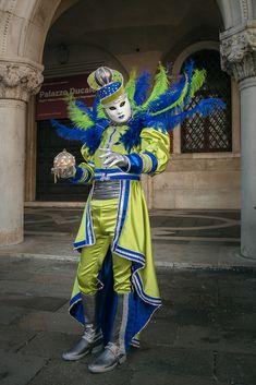 Die schönsten Bilder von Venedig.... Carnival Of Venice, Lion Sculpture, Italy, Statue, Photography, Art, Venice, Pretty Pictures, Nice Asses