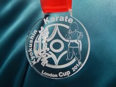 Medal sportowy na zawody w karate. Medal grawerowany laserowo z pleksi.