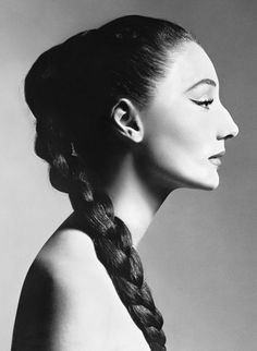 Jacqueline de Ribes, 1955 Photograph by Richard Avedon, © The Richard Avedon Foundation