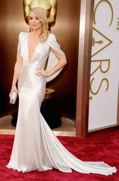 Kate Hudson in a plunging white dress at the #Oscars2014 [more at pinterest.com/eventsbygab]
