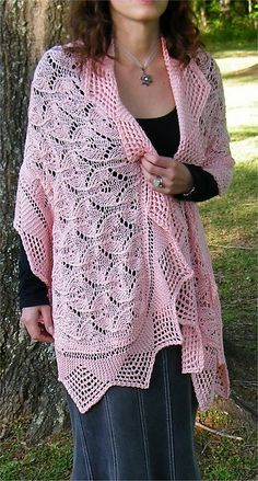 Lace Capelet pattern by Tanis Gray #knit
