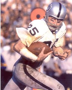 Oakland Raiders WR Fred Biletnikoff in Super Bowl XI action against the Minnesota Vikings - Jan 9, 1977 Rose Bowl, Pasadena, CA
