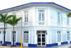 Hotel Casa Morey, punto de partida para visitar Iquitos  En plena Amazonía Peruana se halla un monumento histórico que data del año 1913. Es un refugio en Iquitos que ha sido íntegramente restaurado y convertido en lo que hoy en día es el Hotel Casa Morey, que muestra el encanto de las épocas pasadas y así como las construcciones majestuosas que se hacían en esta parte del país, durante el boom del caucho.