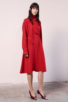 Jason Wu Fall 2019 Ready-to-Wear Fashion Show - Vogue Jason Wu, Vogue Paris, Floral Frocks, Little Red Dress, Tiered Skirts, Silk Slip, Victoria Dress, Vogue Russia, Models