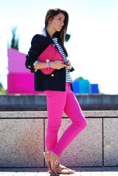 I never thought I'd say this about hot pink pants.. but this look works. Love the blazer/color combo
