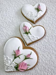 Gingerbread heart with roses