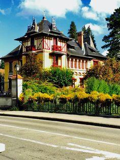 Porrentruy Travel Alone, Four Square, Switzerland, Photos, House Styles, Home Decor, Homes, Travel, Solo Travel