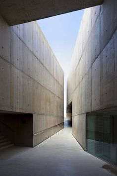 this is so clean and beautiful... with very interesting angles. Museu de Foz Coa, Arq. Camilo Rebelo. (thanks, David Bueso!)