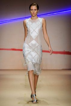 Flapper beading, white. SPRING 2015 RTW LAURA BIAGIOTTI COLLECTION.