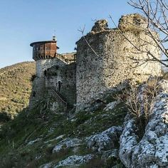 Petrele castle was built by Justinian I who was a Byzantine emperor thought to have been of Illyro-Roman origin. Photo by: @maurizio_camp  #beauty_of_albania #albania #shqiperia #petrele #castle #tirana #history #ancient #architecture #arte #archilovers #art #culture #byzantine #empire #coloursofalbania #colorsofalbania #visitalbania #investinalbania #europe #photography #photo #photooftheday #balkan #traveleurope #travelingram #travel