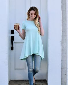 ARIA flowy hi-low tunic | taking on the world one iced coffee & cute tee at a time. shop our favorite look on the site now.