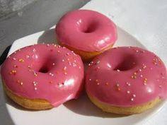 Dulu aku sudah pernah beberapa kali bereksperimen juga untuk menyamai tekstur donat Jco, tapi hasilnya masih jauh panggang dari api, ... Topping Donat, Delicious Donuts, Yummy Food, Donut Recipes, Cake Recipes, Roti Canai Recipe, Donut World, Doughnut Muffins, Doughnuts