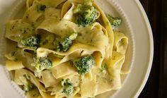 Για όσους λατρεύουν το συνδυασμό ζυμαρικών, τυριών και λαχανικών. Μια μακαρονάδα με πλούσια γεύση που θα ικανοποιήσει όλη την οικογένεια. Spaghetti Recipes, Pasta Recipes, Dessert Recipes, Cooking Recipes, Healthy Recipes, Desserts, Healthy Food, Greek Recipes, Italian Recipes