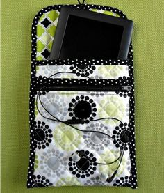 tablet-cover-with-zippered-pocket