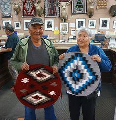 Native American Rugs, South American Art, Native American Patterns, Native American Artwork, Native American Women, Native American Artists, Navajo Weaving, Navajo Rugs, Hand Weaving