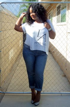 Laid Back in My Addition Elle Boyfriend Jeans on The Curvy Fashionista #tcfstyle #psbloggers #plussize #justfabonline