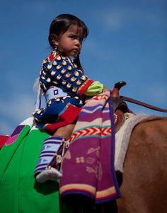 """Aboriginal and Tribal Nation News """"Remember My People -We're not conquered yet"""" Truth From The Mouth of A Native Child Native Child, Native American Children, Native American Beauty, Native American Photos, American Indian Art, Native American History, Native American Indians, American Baby, American Modern"""