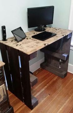 Home Design Ideas: Home Decorating Ideas For Cheap Home Decorating Ideas For Cheap Diy computer desk made from wooden pallets and burlap fabric with print Pallet Desk, Wood Desk, Wood Table, Home Office Storage, Home Office Design, House Design, Home Office Furniture, Diy Furniture, Pallet Furniture Desk