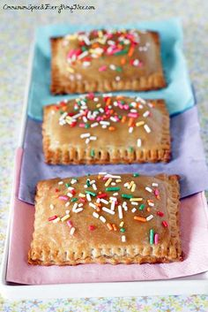 Frosted Caramel Apple Pop-Tarts by Cinnamon Spice and Everything Nice - would use a different pie crust recipe. I don't like to use shortening! Just Desserts, Delicious Desserts, Dessert Recipes, Yummy Food, Tasty, Lemon Desserts, Health Desserts, Breakfast Recipes, Caramel Apple Pops