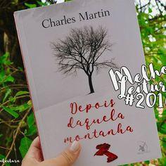"""Bom dia, amores.. ▫ Hoje, o último livro divulgado no retrospectiva de 2016, é """"Depois daquela montanha"""" de Charles Martin, lançado pela @editoraarqueiro. ▫ Já falei sobre este romance outras vezes, fiz sua resenha, elogiei, tentei expressar com palavras o meu fascínio por está incrível história. Tentei. ▫ Charles conseguiu me surpreender neste ano de uma forma que nenhum outro autor(a) foi capaz. ▫ """"Depois daquela montanha"""", simplesmente foi a melhor leitura do ano. Esse merece ganhar um…"""