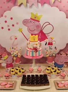 Peppa Pig Cake  Violeta Glace Pig Birthday Cakes, 2nd Birthday Party Themes, Baby Birthday, Birthday Party Decorations, Fiestas Peppa Pig, Cumple Peppa Pig, Aniversario Peppa Pig, Pig Party, Birthdays