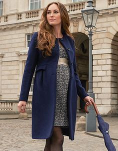 70% virgin wool with cashmere Button fastening Faux pockets The style loved by the Duchess of Cambridge, our navy blue maternity coat is a true fashion classic. Made in a luxurious cashmere blend with clean lines and a sleek straight cut, this smart maternity coat offers a timeless look, which works perfectly before, during and after pregnancy. The understated collarless style is finished with smart faux-pockets at the empire waist and a classic button down front. Layer our long line ...
