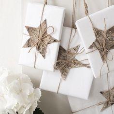 How to: Make Christmas gift tags Christmas wrapping, birch bark gift toppers Christmas Gift Wrapping, All Things Christmas, Winter Christmas, Christmas Presents, Holiday Gifts, Christmas Holidays, Christmas Crafts, Christmas Decorations, Cheap Christmas