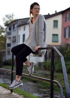 Outfit tenue mode pull gris Sneaker Air Max 95 safari