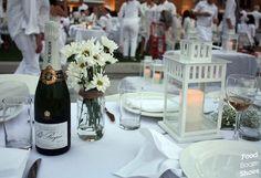 The Ultimate Packing List for Diner En Blanc Restaurant Table Setting, Restaurant Tables, Hampton Restaurant, French Picnic, Al Fresco Dinner, Sydney Food, Le Diner, Wedding Preparation, All White