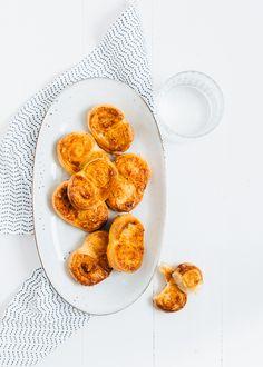 Dit snelle en makkelijke recept voor kaasvlinders kan iedereen maken. Je hebt slechts 3 ingrediënten nodig. Easy does it!