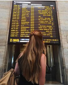 Travel pictures airport 19 new ideas hair poses Story Instagram, Photo Instagram, Photography Poses, Travel Photography, Couple Travel, Airport Photos, Foto Casual, Photos Voyages, Travel Aesthetic
