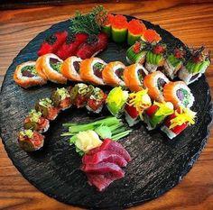 Make Sushi 1 — Happy Monday 🤗 Starting your week off with this. Sushi Comida, Japanese Food Sushi, Sashimi Sushi, Sushi Platter, Sushi Night, Sushi Love, Sushi Party, Salmon Sushi, Sushi Chef