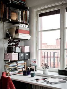 Desk with a view Small House Interior Design, Beautiful Interior Design, Desks For Small Spaces, Small Space Living, Apartment Desk, Desk Inspiration, Old Apartments, Ideas Hogar, Cozy Place